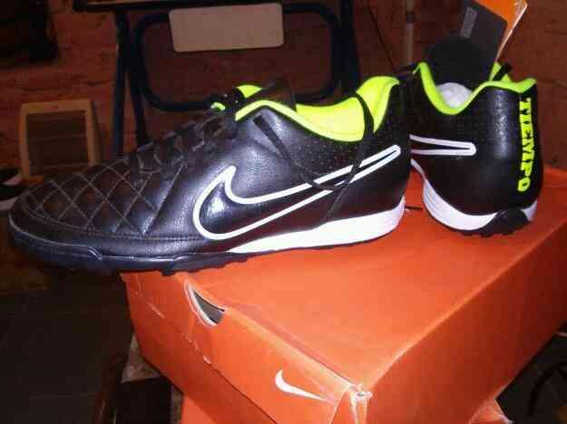 0480154c0aaa4 Vendo Botines Nike Tiempo Rio II TF papi futbol